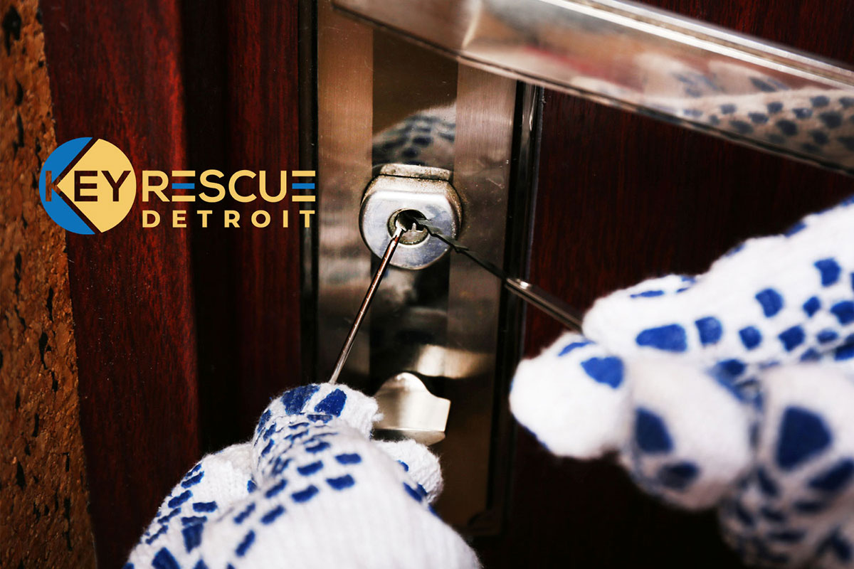 Instant, Home lockout service without incurring lock damage and always for an affordable rate.